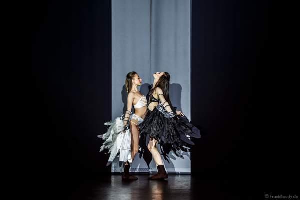 Opening der Party-Show Night.Beat.Angels 2017 mit Marina Sakhokiia und Marina Mazepa im barocken Teatro dell'Arte - Europa-Park