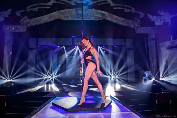Marina Mazepa mit Pole Dance - Tabledance bei der Party-Show Night.Beat.Angels 2017 im Europa-Park