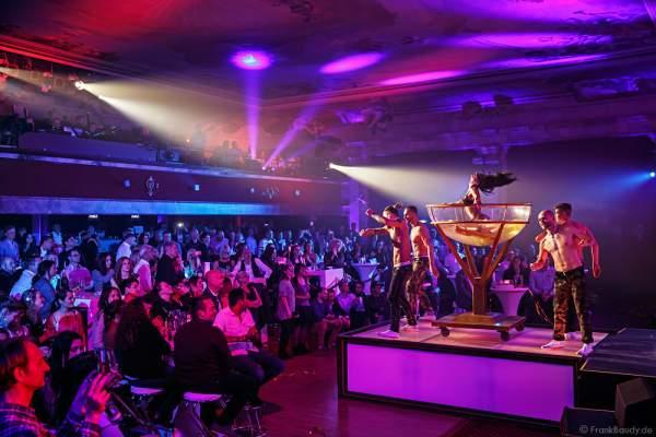 Partystimmung mit Performance im Wasserbecken und den THE.K Streetdancer bei den Night.Beat.Angels 2017 im Europa-Park