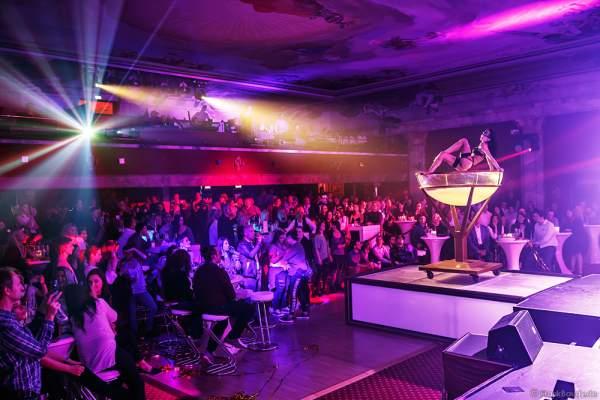 Partystimmung mit Performance im Wasserbecken bei den Night.Beat.Angels 2017 im Europa-Park