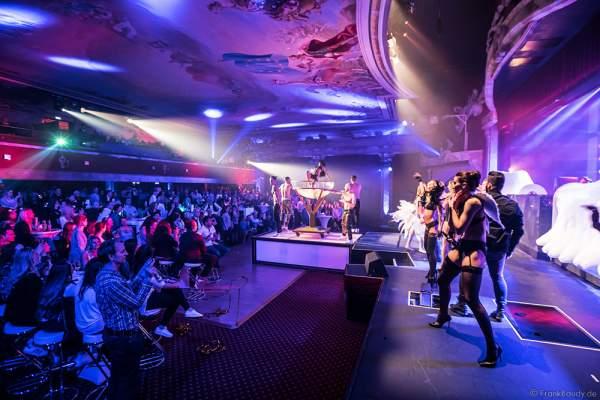 Partystimmung mit Performance im Wasserbecken,THE.K Streetdancer und den Europa-Park Künstlern bei den Night.Beat.Angels 2017