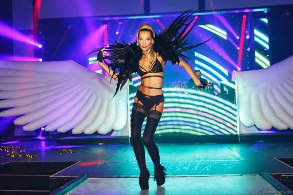 Adrienne Péter Soboleva als Gogo-Tänzerin bei der After-Show-Party der Night.Beat.Angels 2017 im Europa-Park