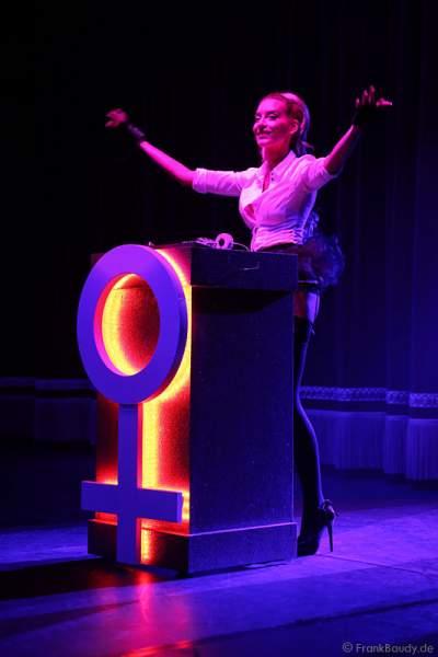 Adrienne Péter Soboleva als DJ bei der Party-Show Night.Beat.Angels 2017 im Europa-Park