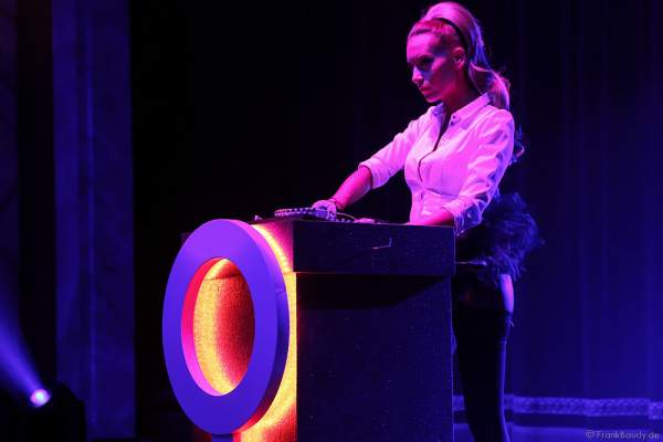 Adrienne Péter Soboleva als DJ bei der Party-Show Night.Beat.Angels 2017 im Europa-Park