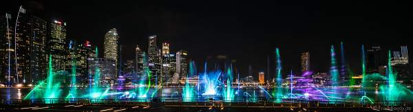 New light and water show SPECTRA with dancing water fountains, water screens and laser at Marina Bay Sands Singapore