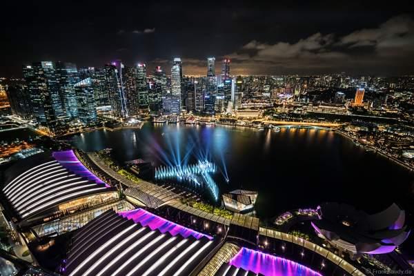 Neue Licht- und Wassershow SPECTRA am Marina Bay Sands in Singapur