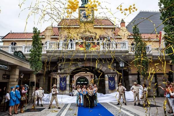 Roland Mack und Familie weihen das Helmut Kohl Palais vor dem Flying-Theater-Voletarium im Europa-Park am 1. Juni 2017 ein