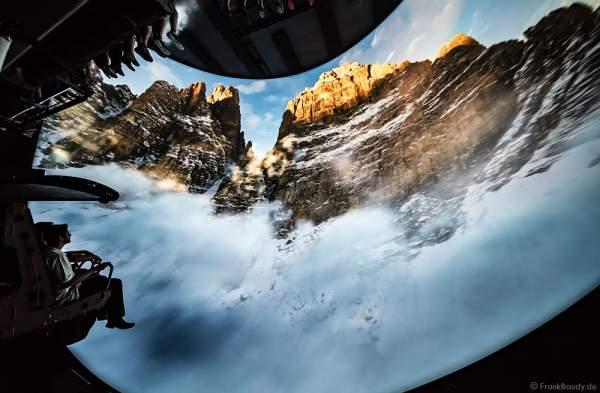 Innenaufnahmen und Filmbilder des größten Flying Theater Europas VOLETARIUM bei der Einweihung am 1. Juni 2017 im Europa-Park