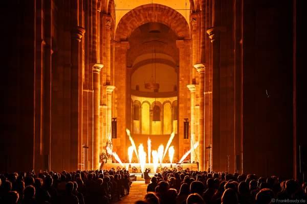 Glaubensfeuer im Dom zu Speyer am Pfingstsonntag (4. Juni 2017) zur 200-Jahr-Feier der Neugründung des Bistum Speyer