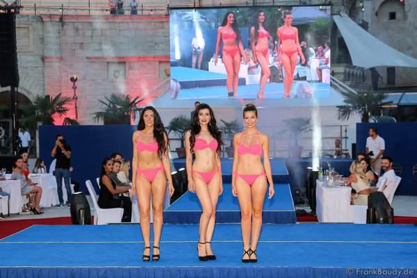 Team Frankreich Laury Caron, Sonia Monsour und Sarah Michel im Bikini beim 2. Europäischen Missen TEAM-Cup am 6. Juli 2017 im Europa-Park in Rust