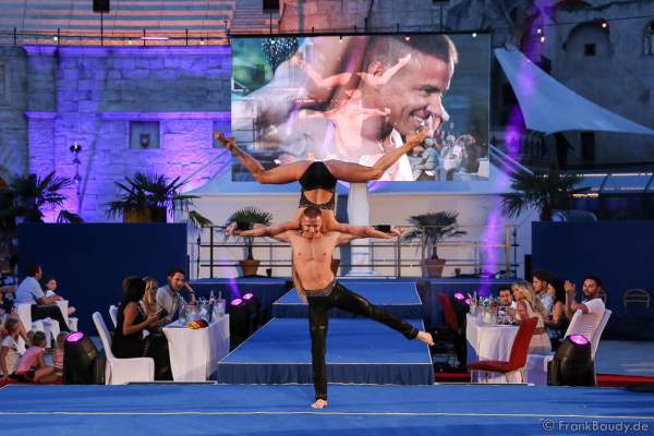 Künstler Anton Yashchuk (Pole Akrobatik) 2. Europäischen Missen TEAM-Cup am 6. Juli 2017 im Europa-Park in Rust