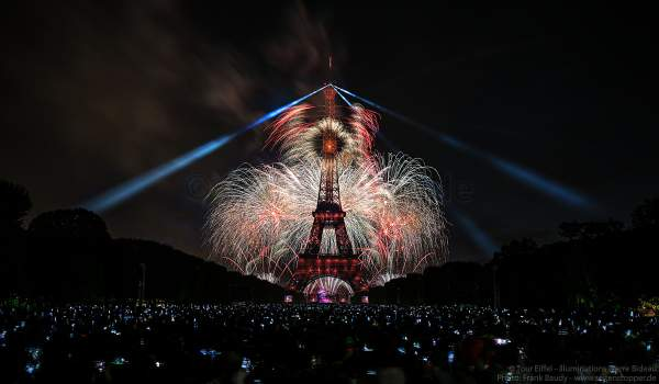 Dazzling fireworks display at the Eiffel Tower on the french national day - Bastille day 2017 in Paris