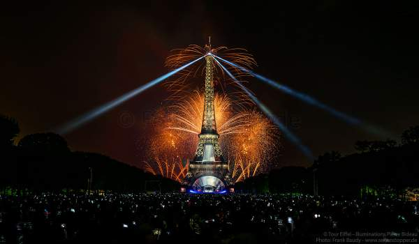 Dazzling fireworks display at the Eiffel Tower on the french national day - Bastille day 2017 in Paris - Theme: Olympic Games 2024