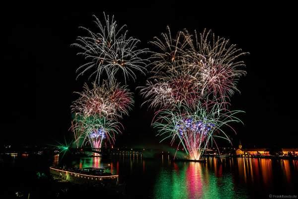 Feuerwerk auf der Theodor-Heuss-Brücke zwischen Mainz und Wiesbaden bei den Mainzer Sommerlichter 2017