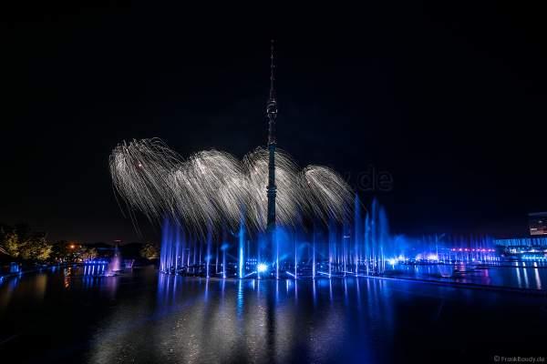 Eröffnungsshow Circle of Light 2017 in Moskau mit Wassershow, Flammeneffekten und Feuerwerk am Fernsehturm Ostankino