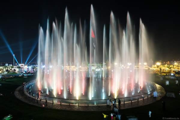 Imposante Wassershow am Abend beim Sheikh Zayed Heritage Festival 2017/2018 in Abu Dhabi