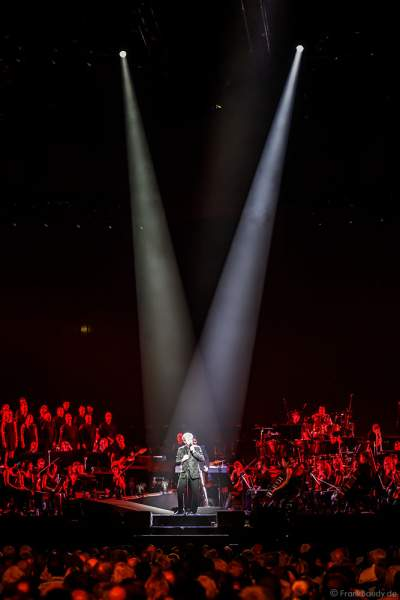 Peter Paul Cetera, Sänger von der Rockband Chicago, bei Night of the Proms 2017 in der SAP Arena Mannheim
