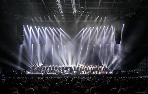 Der Chor Fine Fleur bei Night of the Proms 2017 in der SAP Arena Mannheim