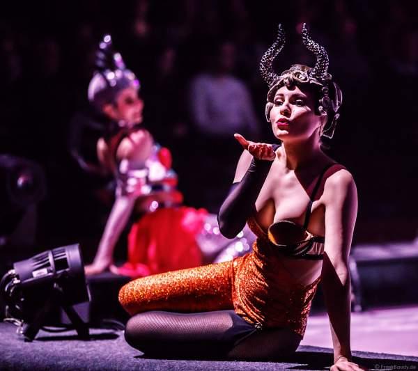 Asya Mukhtarullina bei der Eisshow ATLANTIS von Holiday on Ice in der Festhalle Frankfurt und SAP Arena Mannheim 2017-2018