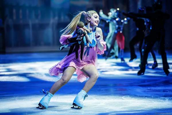 Courtney Gray bei der Eisshow ATLANTIS von Holiday on Ice in der Festhalle Frankfurt und SAP Arena Mannheim 2017-2018