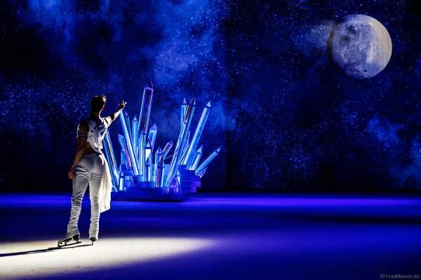 """Wesley Campbell in der Szene """"Talking to the Moon"""" bei der Eisshow ATLANTIS von Holiday on Ice in der Festhalle Frankfurt und SAP Arena Mannheim 2017-2018"""