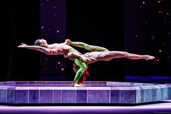 Tim Tang und Taisia Bondarenko als Strapaten- und Adagioduo bei der Eisshow ATLANTIS von Holiday on Ice in der Festhalle Frankfurt und SAP Arena Mannheim 2017-2018