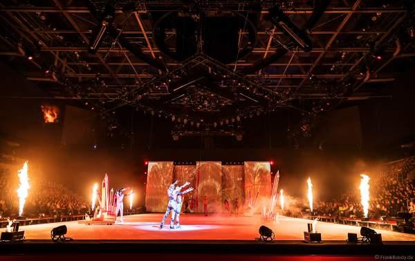 Feuereffekte und Feuerspieler bei der Eisshow ATLANTIS von Holiday on Ice in der Festhalle Frankfurt und SAP Arena Mannheim 2017-2018