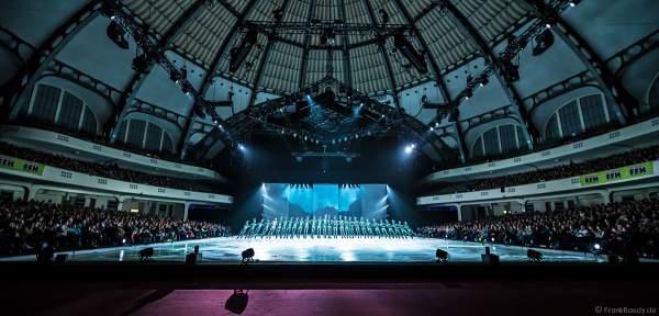 Das Wheel mit Glitzerkostümen bei der Eisshow ATLANTIS von Holiday on Ice in der Festhalle Frankfurt und SAP Arena Mannheim 2017-2018