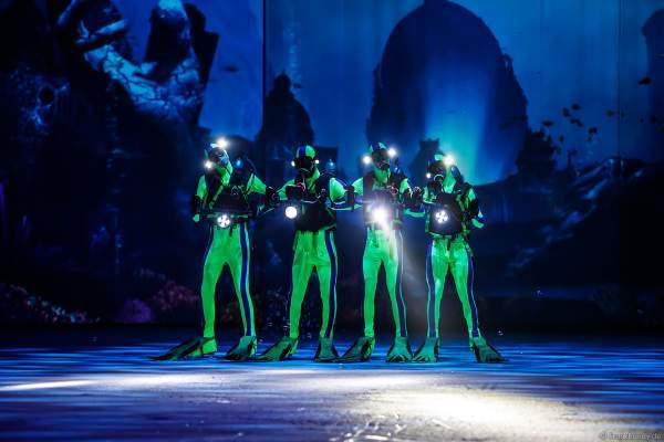Rafael Schupp, Pavlo Khimich, Josh Cowell and Adam Jukes als Taucher bei der Eisshow ATLANTIS von Holiday on Ice in der Festhalle Frankfurt und SAP Arena Mannheim 2017-2018
