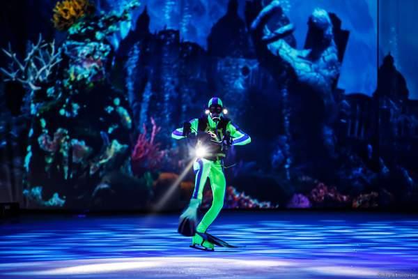 Taucher bei der Eisshow ATLANTIS von Holiday on Ice in der Festhalle Frankfurt und SAP Arena Mannheim 2017-2018