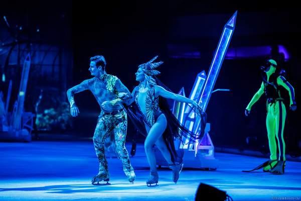 Stargäste Geschwister Valentina und Cheyenne Pahde in Kostümen bei der Eisshow ATLANTIS von Holiday on Ice in der Festhalle Frankfurt und SAP Arena Mannheim 2017-2018
