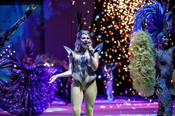 Stargäste Valentina und Cheyenne Pahde bei der Eisshow ATLANTIS von Holiday on Ice in der Festhalle Frankfurt und SAP Arena Mannheim 2017-2018