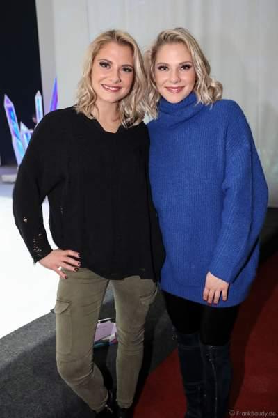 Stargäste Geschwister Valentina und Cheyenne Pahde nach der Eisshow ATLANTIS von Holiday on Ice in der Festhalle Frankfurt und SAP Arena Mannheim 2017-2018