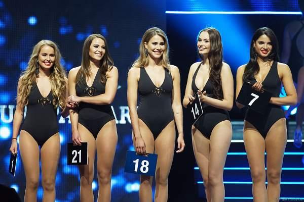 Die 5 Finalistinnen im Badeanzug beim Miss Germany 2018 Finale in der Europa-Park Arena am 24.02.2018