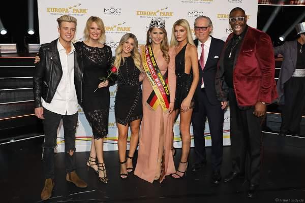 Die Gewinnerinnen des Miss Germany 2018 Finale mit der Jury