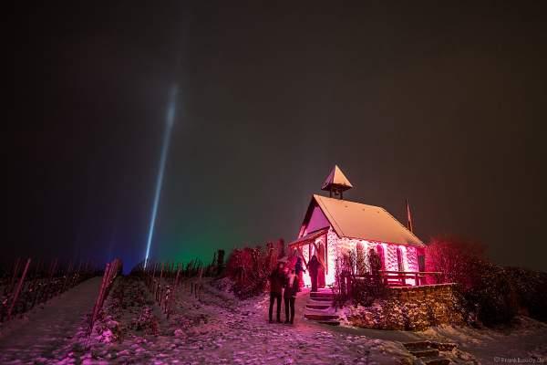 Begeisterte Besucher der Lichtshow bei der Weinbergnacht 2018 an der Michaelskapelle im Schnee