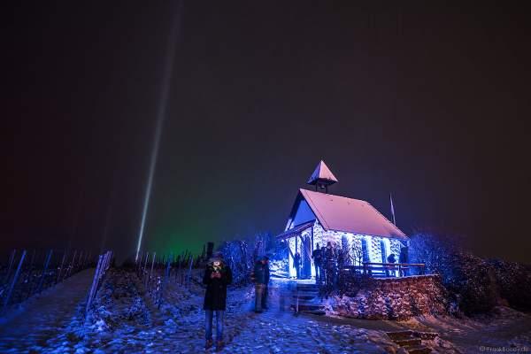 Weinbergnacht 2018 mit Schnee und der Michaelskapelle auf dem Michelsberg farbenfro beleuchtet