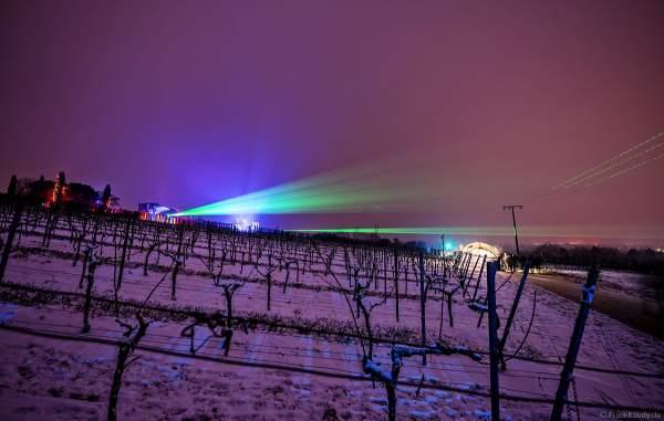 Verschneite Weinberge mit Lasershow über den Kuppelzelten bei der Weinbergnacht 2018 in Bad Dürkheim