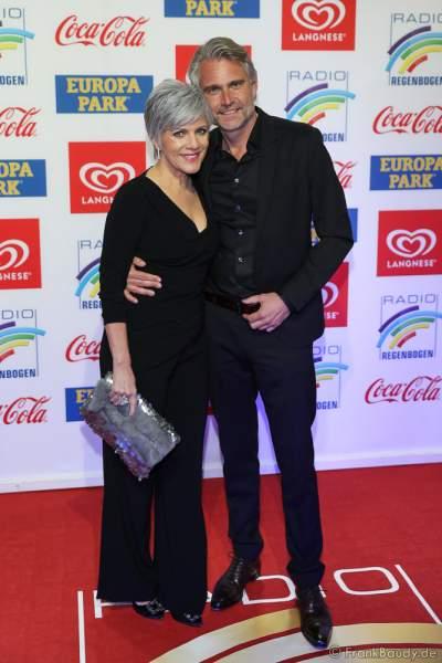 Birgit Schrowange mit Freund Frank Spothelfer beim Radio Regenbogen Award 2018 am 23. März in der Europa-Park Arena in Rust