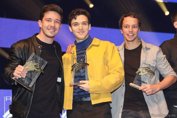 Nico Santos (Nico Wellenbrink), Lauv (bürgerlich Ari Staprans Leff) und Alle Farben (Frans Zimmer) beim Radio Regenbogen Award 2018 am 23. März in der Europa-Park Arena in Rust