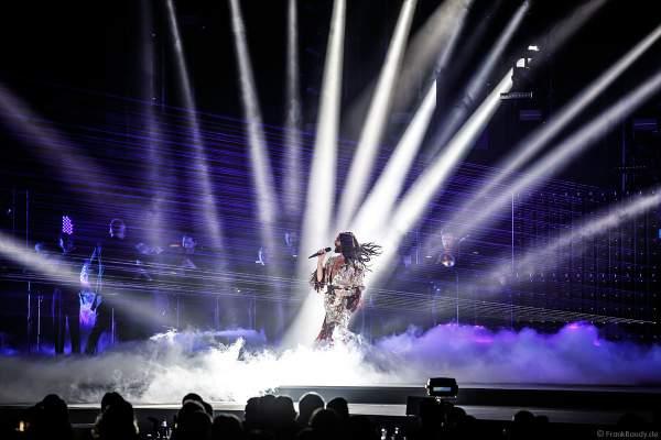 Bühnenauftritt von ESC-Gewinnerin Conchita Wurst beim PRG Live Entertainment Award (LEA) 2018 in der Festhalle in Frankfurt