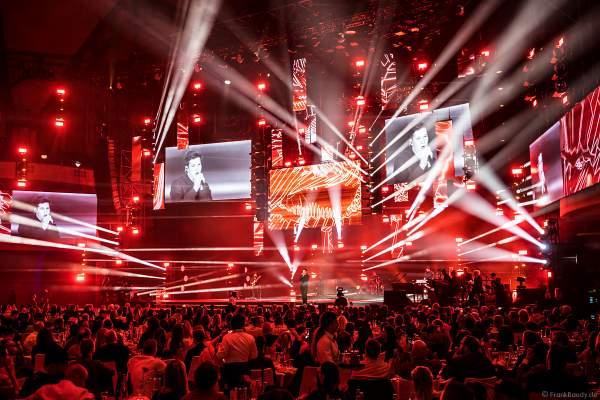 Bühnenauftritt von Wincent Weiss beim PRG Live Entertainment Award (LEA) 2018 in der Festhalle in Frankfurt