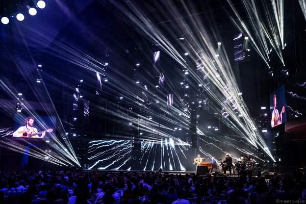 Auftritt David Buckingham mit Gitarre beim PRG Live Entertainment Award (LEA) 2018 in der Festhalle in Frankfurt