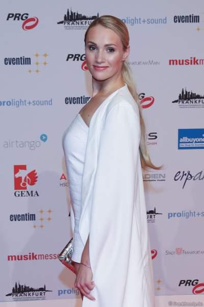 Anna Hofbauer auf dem roten Teppich beim PRG Live Entertainment Award (LEA) 2018 in der Festhalle in Frankfurt