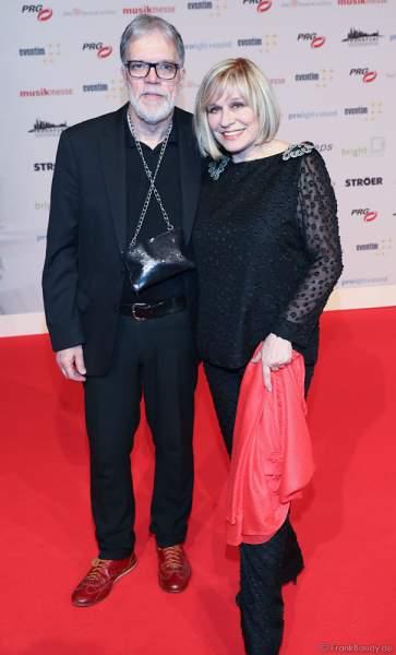 """Mary Roos und Wolfgang Trepper der Schlager-Show """"Nutten, Koks und frische Erdbeeren"""" beim PRG Live Entertainment Award (LEA) 2018 in der Festhalle in Frankfurt"""
