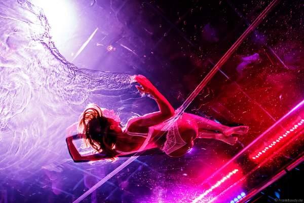 Erotische Performance im Wasserbecken bei den Night.Beat.Angels 2018 im Europa-Park