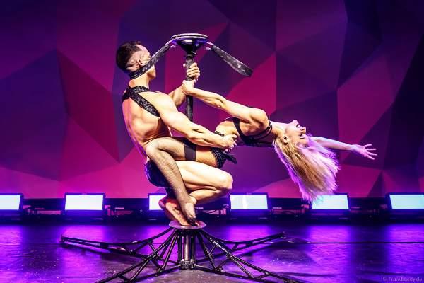 Duo Alansia (Anastasia und Oleksiy Mischenko) mit Pole Akrobatik bei den Night.Beat.Angels 2018 im Europa-Park