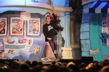 Sascha Grammel kommt bei seiner Show - ICH FIND´S LUSTIG in der Europa-Park Arena auf die Bühne