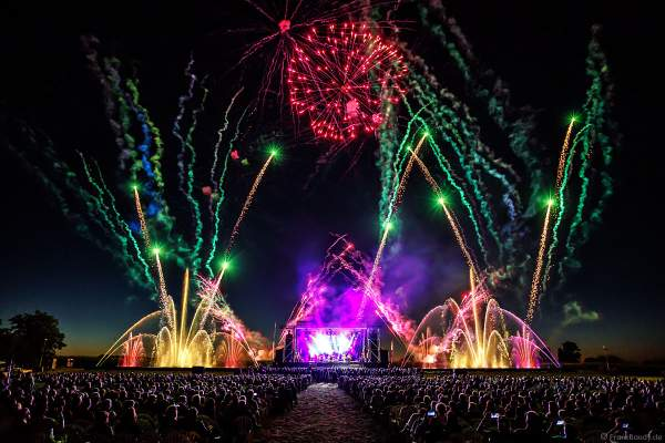 ONE NIGHT OF QUEEN performed by Gary Mullen & The Works Open Air Konzert beim Festival Vents d'Est 2018 in Furdenheim mit Feuerwerk und Wassershow