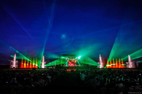 Luc Arbogast beim Open Air Festival Vents d'Est 2018 in Furdenheim mit bunter Wassershow und Laser